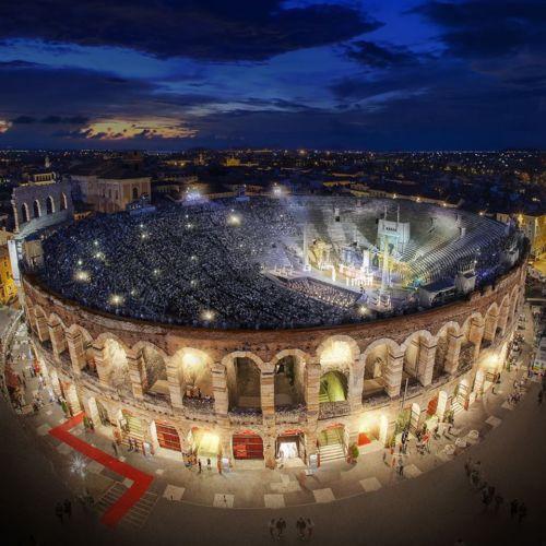 Arena di Verona vista dall'alto