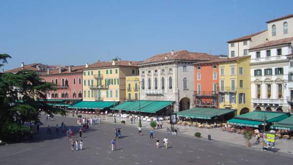 Piazza Bra, biglietto da visita di Verona