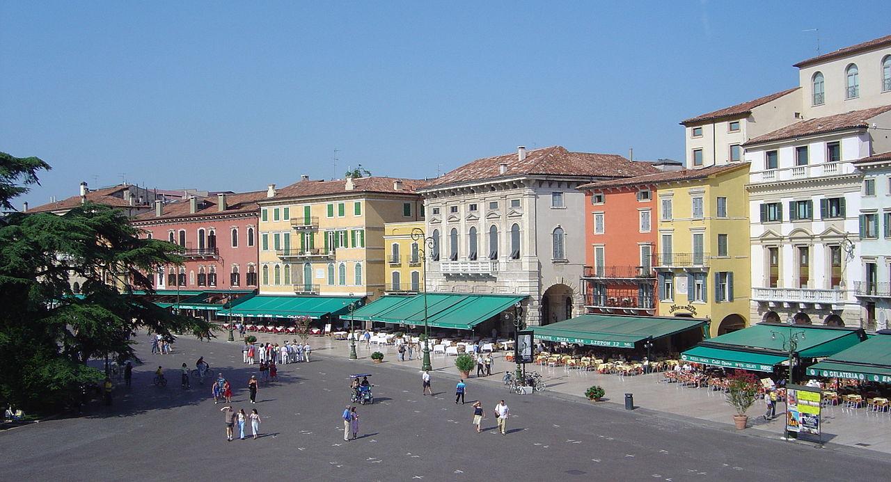 Piazza Bra, il biglietto da visita di Verona