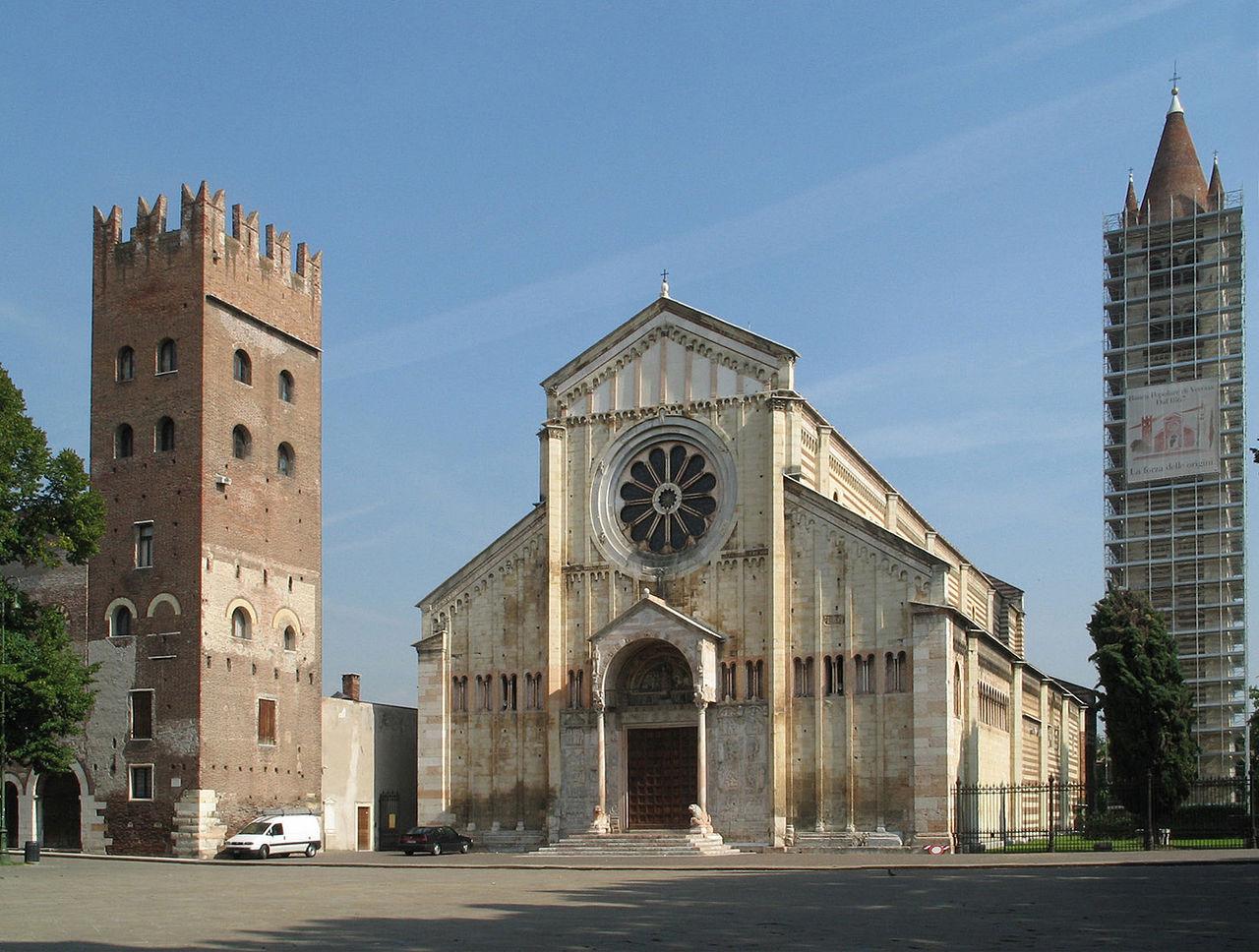Piazza San Zeno e la Chiesa