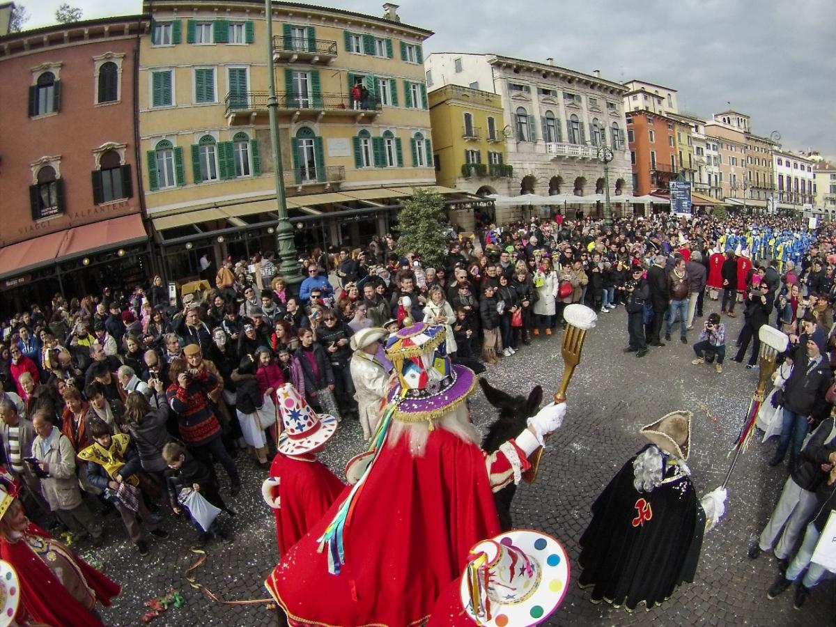 Venerdì Gnocolar, la festa in piazza del Carnevale a Verona