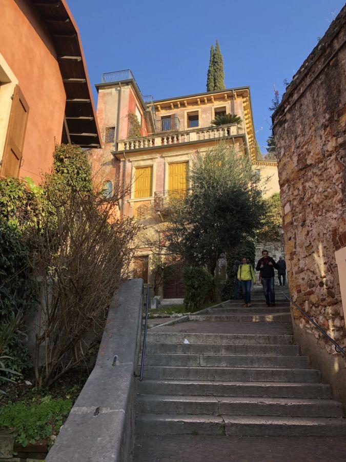 Castel San Pietro scalinata