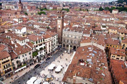 Piazza Erbe vista dalla Torre dei Lamberti