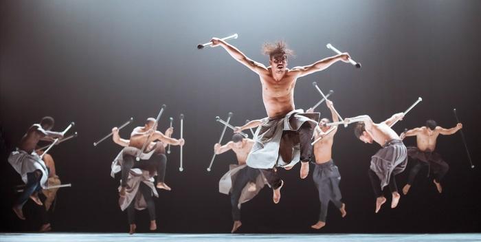 """Lo spettacolo di danza """"Les nuits barbares, ou les premiers matins du monde"""" al Teatro Ristori"""