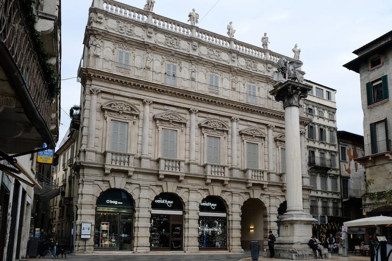 La facciata del Palazzo Maffei