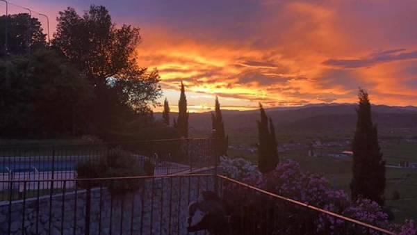 Vino e musica in villa con tramonto sui colli della Val d'Illasi