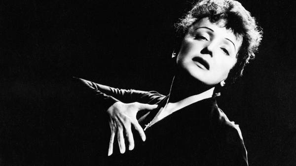"""Omaggio a Edith Piaf con """"La vie en rose"""" in piazza San Zeno"""