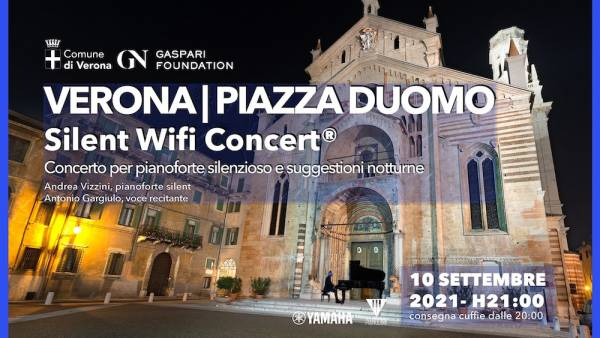 Silent wifi concert in Piazza Duomo