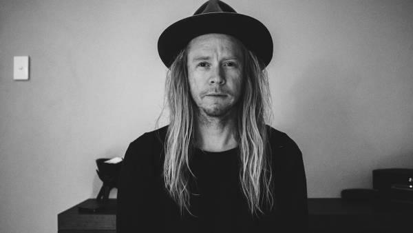 Il cantautore australiano Stu Larsen fa tappa a Mura Festival