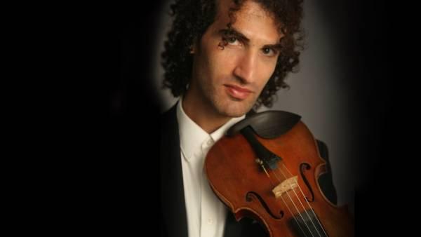 """Il violinista Davide De Ascaniis all'esecuzione integrale dei """"Capricci di Paganini"""""""
